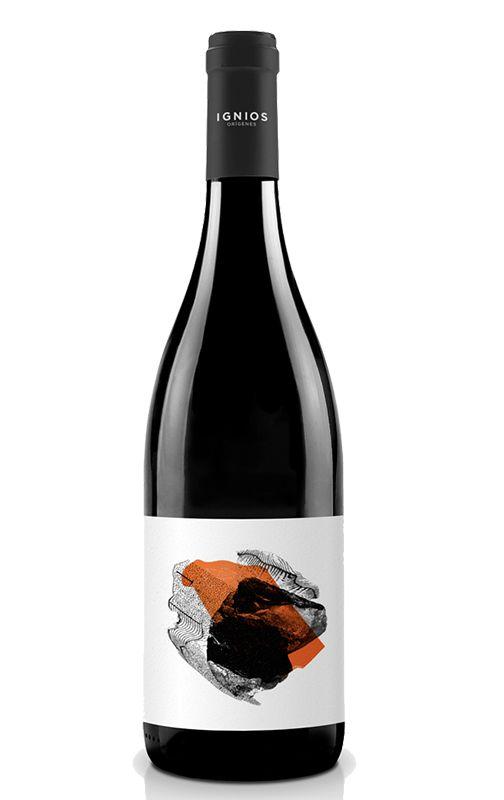 Segunda añada de este tinto canario procedente de una finca que estaba casi abandonada y que fue recuperada por Ignios a base de mucho sacrificio y de sacrificar sus rendimientos (solo se obtienen mil kilogramos de uva por cada hectárea de viñedo). Elaborado íntegramente con la peculiar variedad Vijariego, una uva ovalada que se desarrolla de forma óptima a pocos kilómetros del Teide. Se trata del vino mejor puntuado por The Wine Advocate (Parker) en la historia de esta bodega.