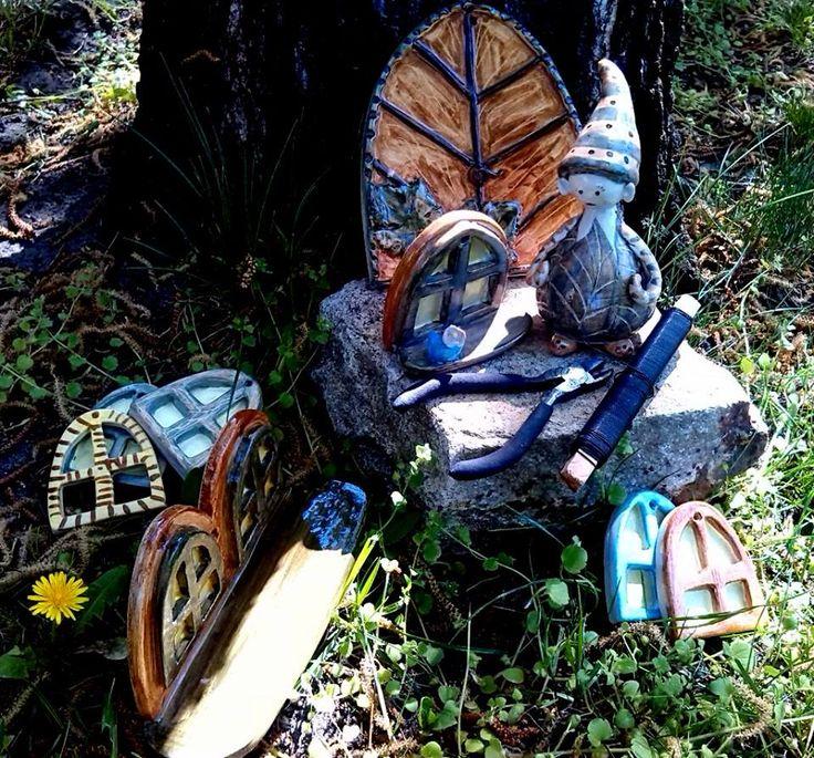 Manó költözik a kertbe / Elf moves to the garden  www.mesekeramia.hu  #mesekerámia #tündérfa #manófa #fairygarden