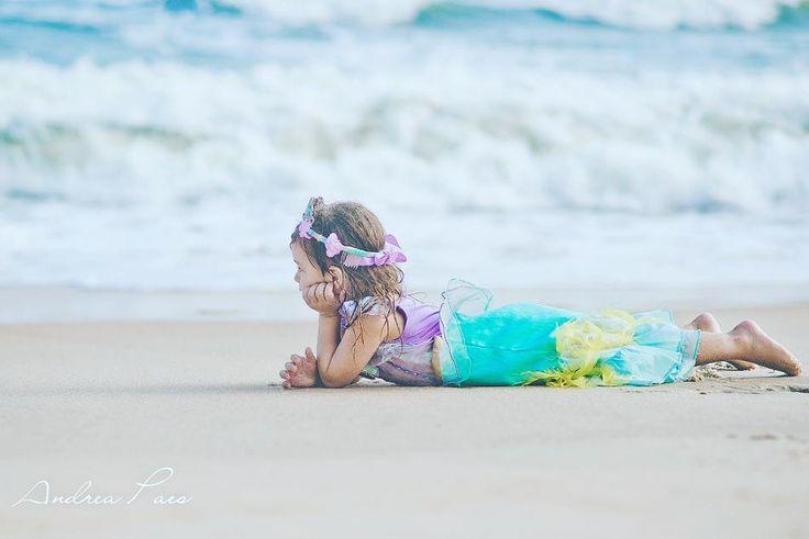 Ontem foi assim... tinha uma sereia bem pertinho de mim!   Tá chegando o verão! Já marcou comigo seu ensaio na praia?    Entre em contato logo, pra garantir seu espaço na agenda que já está lotada!    #QueroFotosdaDeh   #andreapaes  #ensaiofamilia   #ariel  #kids #kid #instakids #child #children #young #sweet #pretty #handsome #little #childrenphoto #love #cute #adorable #instagood #photooftheday #fun #family #baby #instababy #play #happy #smile #instacute