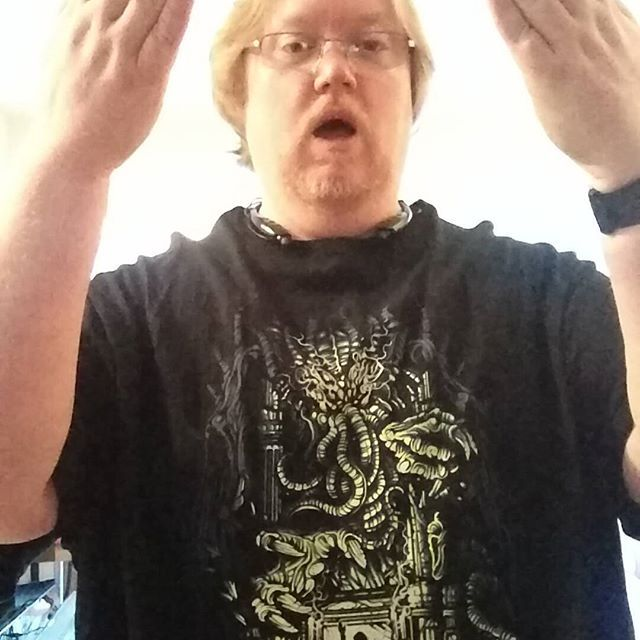 @frightrags #terrortuesday would not be compete without a little chant out to #cthulhu #teeoftheday #horrorteeoftheday #hplovecraft  #arlingtonva #horrorrules #ilovehorror