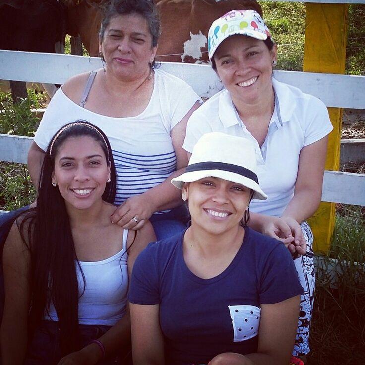 Familia!! Madre e hijas