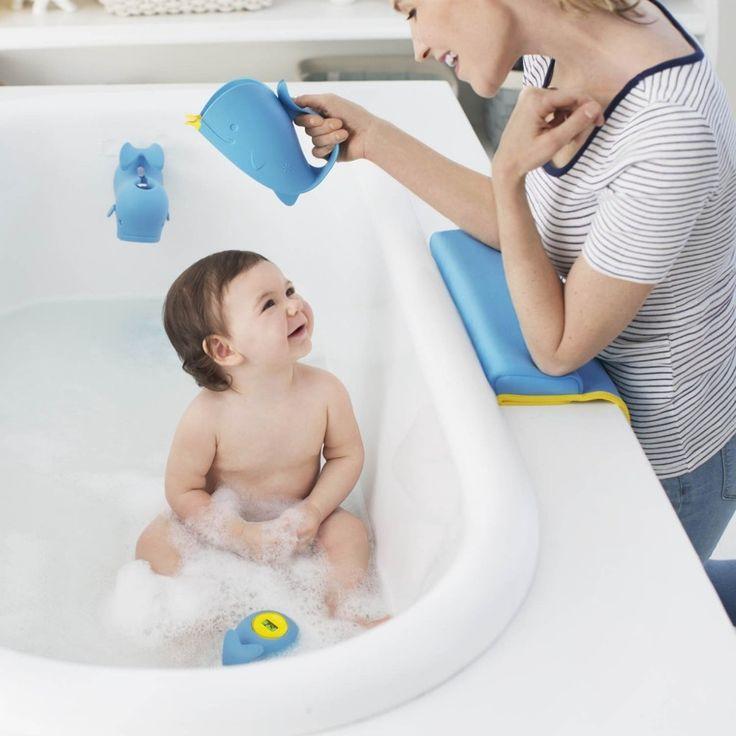A caneca de Banho Moby vai deixar a hora do banho mais divertida. A maciez da boca da baleia Moby impede que a água entre nos olhos da criança, pois se encaixa de forma confortável na testa do seu filho. É a garantia de um banho muito mais agradável e gostoso para o seu pequeno!