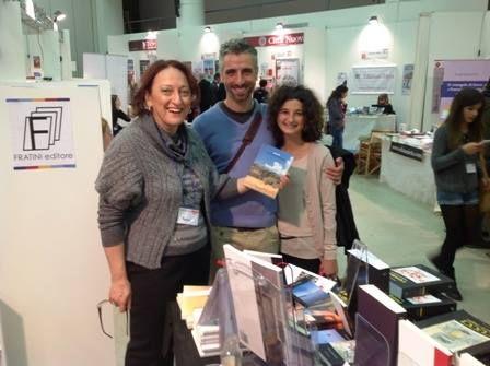 """Con lo scrittore Mirko Tondi, per festeggiare l'uscita del suo racconto """"Tutta colpa della resina""""; inserito in Racconti Toscani."""