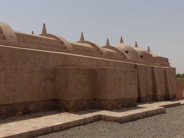 alte Moschee in Ja'alam Bani bu Ali, mit 52 Kuppeln eine große Ausnahme in der Architektur