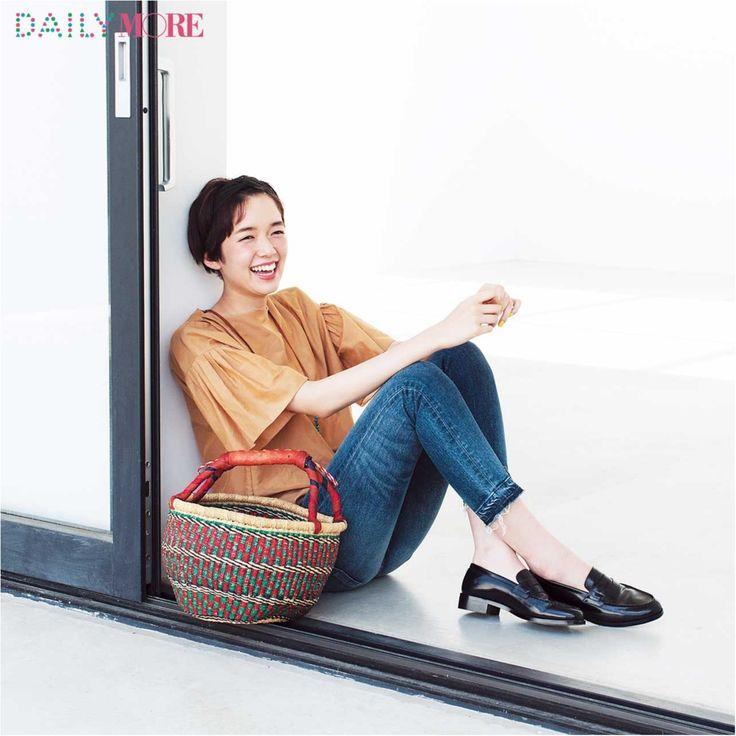 【今日のコーデ/佐藤栞里】街へショッピングに行く土曜日は小物でハッピーな遊び心を♪ | ファッション(コーディネート・流行) | DAILY MORE