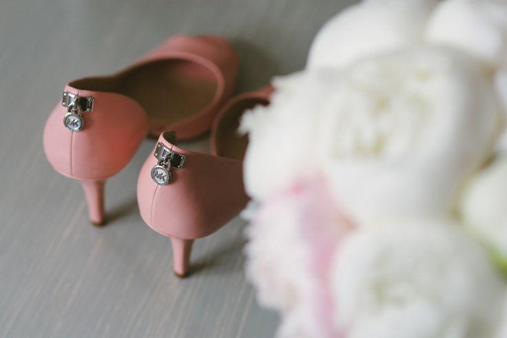 Pink Michael Kors wedding heels bridal shoes Julia Lillqvist | Nina and Benjamin | bröllop Korsholms kyrka | http://julialillqvist.com