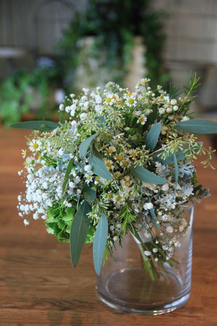 かすみ草/ユーカリポポラス/マトリカリア/クラッチブーケ/摘んできた/花どうらく/http://www.hanadouraku.com/bouquet/wedding/hanadouraku