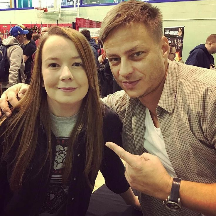 Just all about Tom Wlaschiha : Photo , Tom with a fan, source tumblr