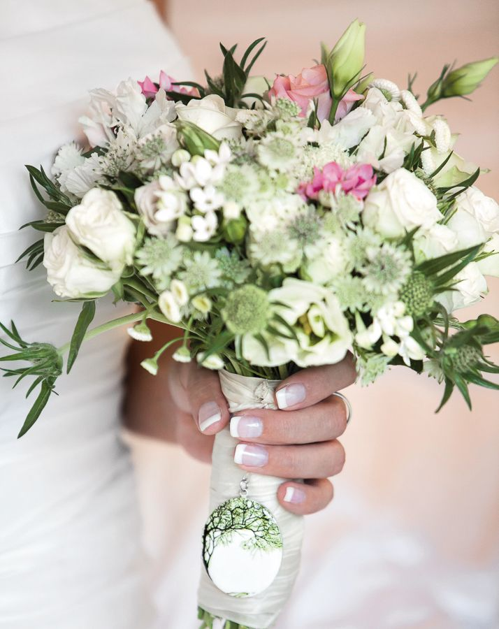 die besten 17 bilder zu brautstr u e wedding bouquets auf pinterest dirndl bayern und. Black Bedroom Furniture Sets. Home Design Ideas