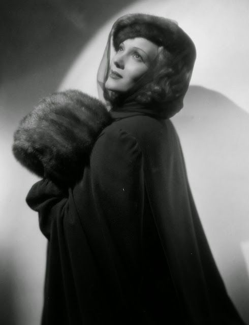 It's The Pictures That Got Small ...: Lucille Ball