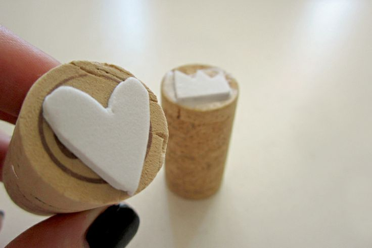 Puppy Club: d.i.y. Sunday : stamps. Cork and foam is all you need to create these stamps.