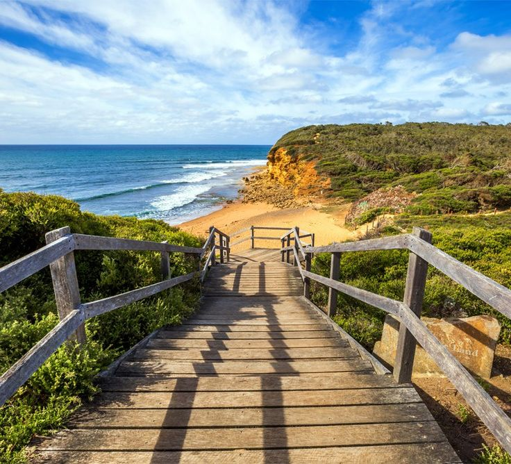 Walkway of the legendary Bells Beach - the beach of the cult film Point Break…