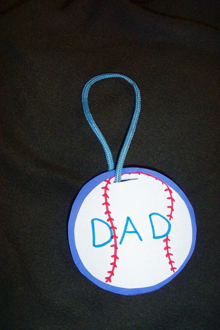 Looking for great summer craft for kids to make as a homemade Father's Day Gift? Make luggage tags for summer vacation travels or for dad's business trips!