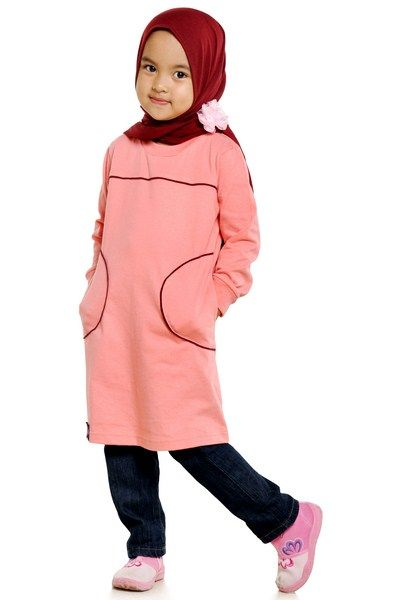 Pada umumnya model baju muslim lebaran 2016 untuk anak-anak dipadukan dengan bordir-bordir lucu atau gambar-gambar animasi khas anak-anak seperti gambar princess yang disukai anak perempuan atau gambar-gambar mobil yang disukai anak laki-laki.