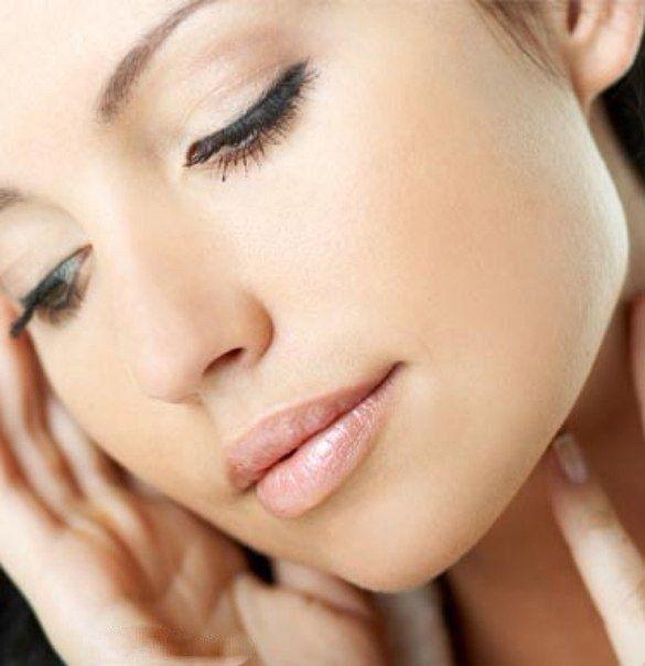 Домашний рецепт маски из кофе, которая хорошо очищает сухую кожу лица, убирает шелушение на ней.