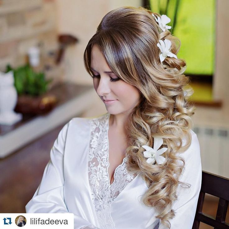 ✨Шикарная невеста Websalon Wedding✨ foto by @lilifadeeva ✨✨✨✨ #braid#haircolor#brud#insta#braidupdo#cute#amazing#realwedding#ibride#romantic#longhair#weddingplanner#bridal#bridalfashion#bridalhair#мэйк#визаж#невесты#укладка#muah#weddingpic#hairwedding#makeupwedding#hairbun#прическа#forever#стрижка#стильнаяневеста