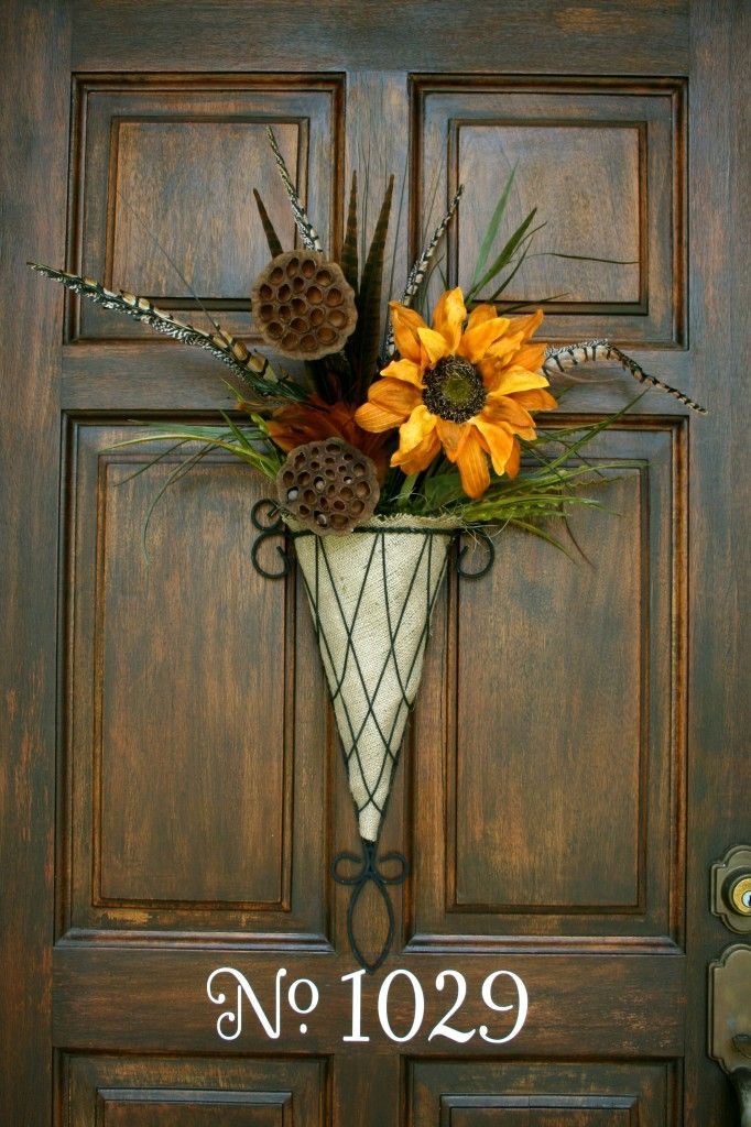 door decor  :): The Doors, Fall Front Doors, Idea, Doors Decor, Fall Doors, Doors Hanging, Fall Wreaths, Doors Colors, Houses Numbers