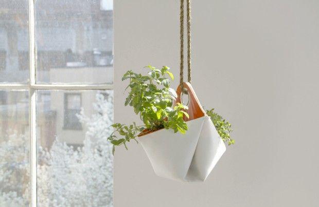 Ce petit projet de design est né de la rencontre de deux femmes passionnées de cuisine et de design. Miriam Josi et Stella Lee Prowse se sont rencontrées à The New School For Design à New York. Après avoir aménagé ensemble dans un petit appartement, elles ont eu l'idée de créer ces mini-jardins urbains.