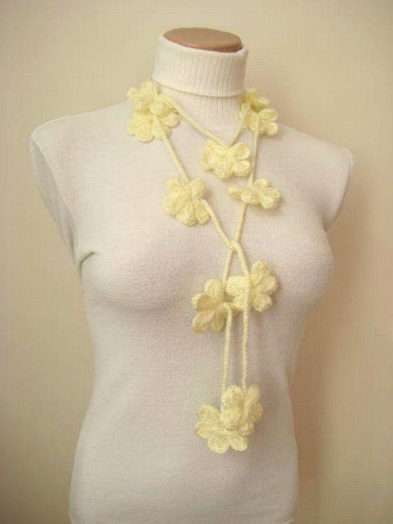 Ivory Cream Ecru květ květ háčkování Náhrdelník podle beeMAYA na Etsy