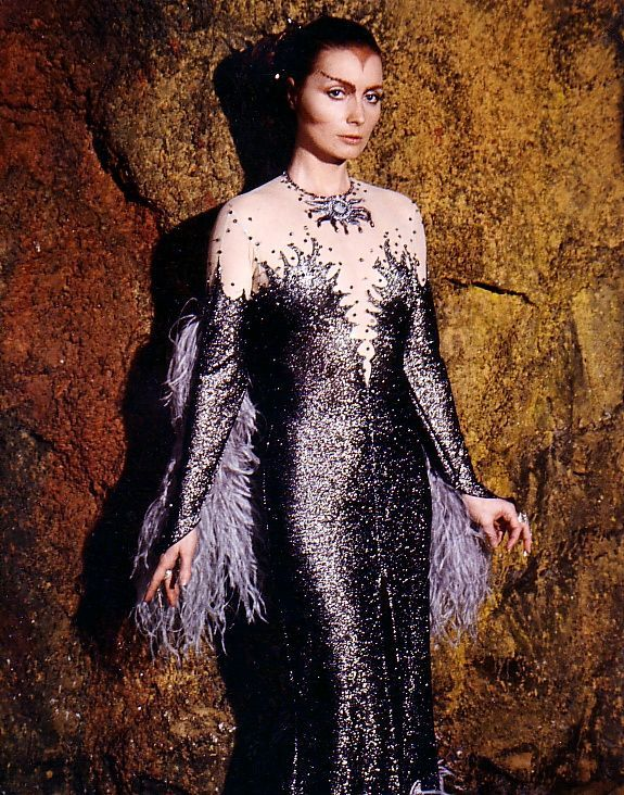 Maya - Catherine Schell - Space 1999 TV Series 1975 - 1977. When did Maya actually wear this outfit?