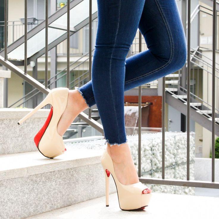 Pump #Opentoe in #Vernice #Beige Tacco Fine. Tacco 17! Sono create interamente a mano dal nostro artigiano di fiducia. #Scarpe #Italiane ideate da una Donna per le Donne! La presenza del #plateau di 5cm le rende anche Comode ;), nonostante l'altezza, oltre che eleganti, ribelli e bellissime allo stesso tempo! Edizione Limitata. Non vorrete mica rinunciarci? Info e Ordini Whatsapp: 3347448503 #fashion #shoes #woman #womanshoes #nude  #fashioshoes #scarpedonna #donna #scarpetacco #tacco17
