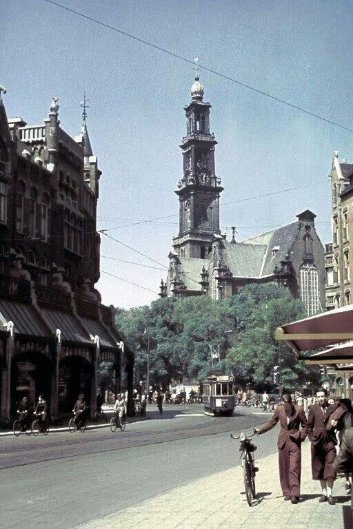 1940. View of the Raadhuisstraat in Amsterdam. In the background the Westertoren. Raadhuisstraat is a street in the center of Amsterdam located between Nieuwezijds Voorburgwal and Prinsengracht. The street was named after the former city hall on the Dam Square, now the Royal Palace. The Raadhuisstraat was built in 1895. #amsterdam #1940 #Raadhuisstraat