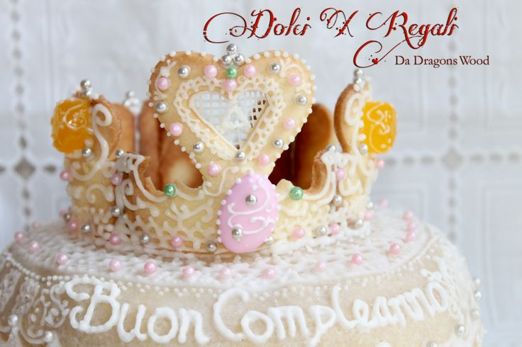 Princess crown cake - The crown is made of cookies (3D cookies)