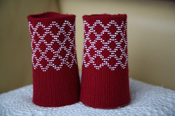 Riešinės.Koriukai/Honeycomb.Beaded wrist warmers by ingridasi