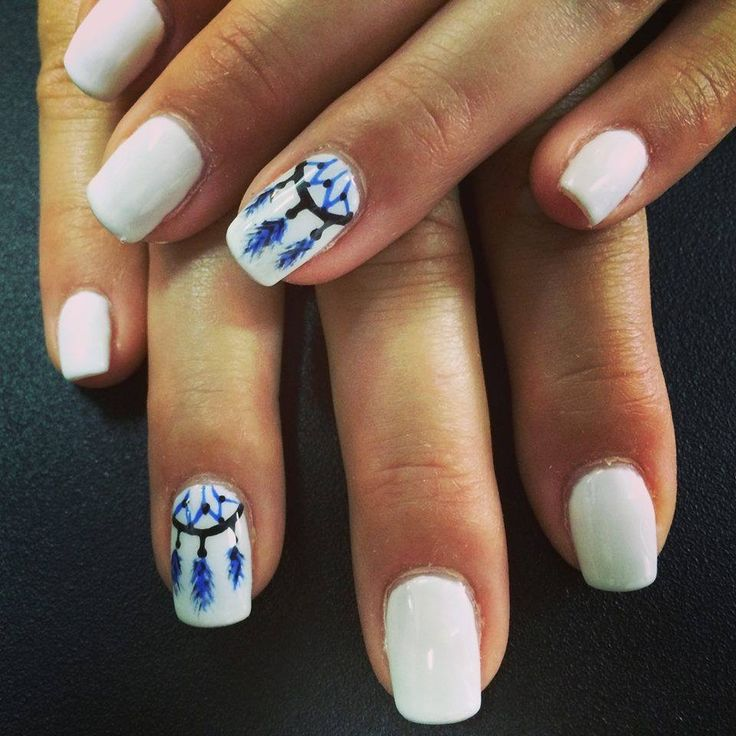 Ongles au gel. Ongles blancs. Mandala. Nails art.  White nails