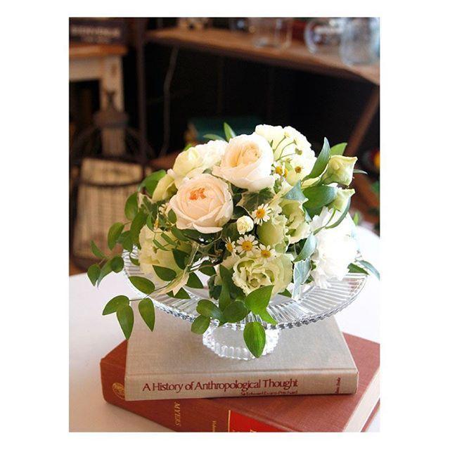 .  .  白グリーンにナチュラルはとっても素敵♡  小花も一緒に入れて、  春らしいおしゃれな  コーディネートはいかがですか?  .  #flowerwalkpopo #富山県 #花嫁準備 #プレ花嫁 #結婚式準備 #結婚式 #ウェディング #テーマウェディング #オリジナルウェディング #ナチュラルウェディング #キャナルサイドララシャンス #ララシャンス#花屋 #花 #ゲストテーブル装花 #ゲスト装花 #テーブルコーディネート #ナチュラル #可愛い #ブライダル #wedding #weddingflowers #bride #bridal #bridalflowers #instflower #flowerstagram #flowerpic