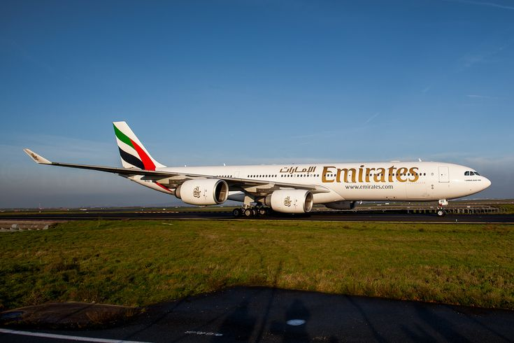 https://flic.kr/p/BCxMaf | Emirates A340-541 | Last A340-500 in Emirates fleet - in Paris to fly the PSG football team to Doha for a match A6-ERE / MSN 572 / F-WWTV