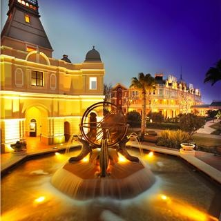 For the casino gaming experience of a lifetime, pay a visit to Grand West Casino. The Grand West is the largest casino in Cape Town with over 2 524 slot machines and 78 gaming tables. The Grand West is the ultimate entertainment destination. With  24-Hour bars and restaurants, regular live bands and big screen sporting events- this Casino is definitely the place to be!