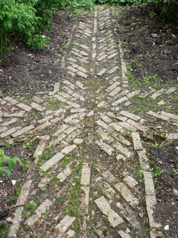 Lancaster Garden Walk: Uneven Rustic Garden Path In Herringbone Pattern