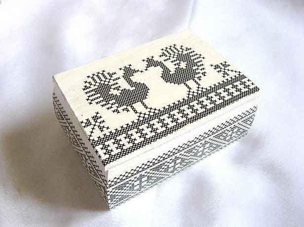 #Cutie #pasari #stilizate #negru pe #fundal #alb, cutie de #lemn cu #motiv #traditional. Cutie de lemn #decorata cu #hartie prin #tehnica #decoupage, #pictata #manual si #lacuita cu #lac #ecologic pe baza de apa. http://handmade.luxdesign28.ro/produs/cutie-pasari-stilizate-negru-pe-fundal-alb-cutie-de-lemn-cu-motiv-traditional-29327/