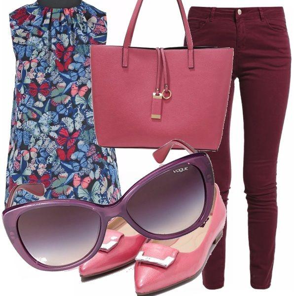 Un abbinamento allegro quello della blusa con farfalle che somigliano alle composizioni di Escher con i jeans bordeaux e gli accessori rosa: le ballerine con fibbia e la borsa a mano, Un tono più scuri gli occhiali da sole.