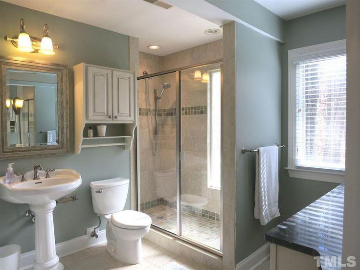 Traditional 3 4 bathroom with calacatta gold 2x2 square for Bathroom design 2x2