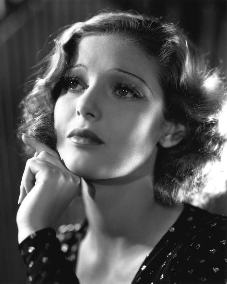 актрисы фото с сигаретой прошлого века стильно смотрятся