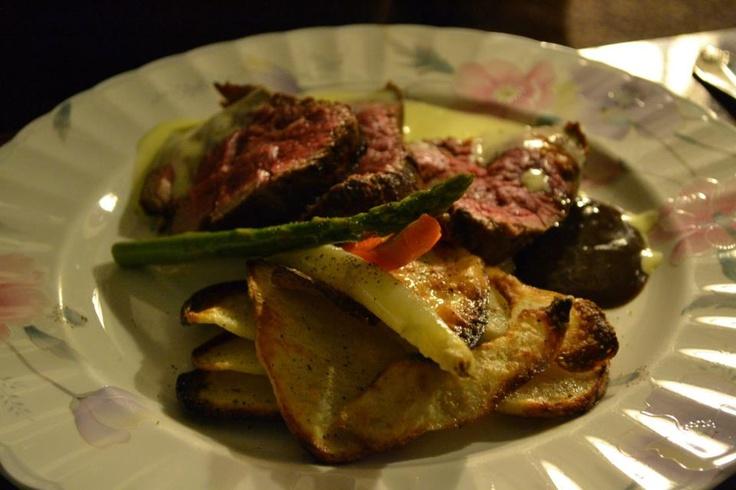 Sliced Chateaubriand with Potato, Asparagus & Bernaise. Yum!