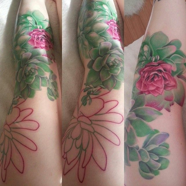glitchbunny:  scotiacorinne:  My leg garden is spreading. As always, big thanks to @robchamberstattoos for making my legs pretty  mamamantis