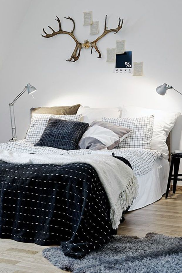 Formal - If you drew a line down the middle of the bed the room would almost be an exact reflection on each side. Both side tables have a lamp.