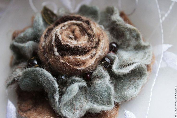 Купить или заказать Валяный цветок 'Нежное настроение' в интернет-магазине на Ярмарке Мастеров. Цветок-брошь свалян из натуральной шерсти, украшен бусинами. Прекрасный аксессуар для холодного времени года. Придаст неповторимости вашему образу. Украсит пальто, платье, шарф,…