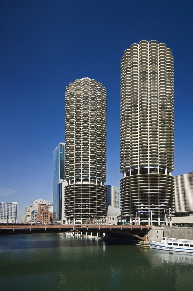Built as mixed-use structures, these skyscrapers take up an entire block in downtown Chicago.