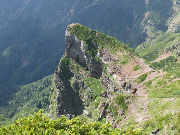 横岳西壁の岩峰・大同心。横岳縦走|八ヶ岳登山ルートガイド。Japan Alps mountain climbing route guide