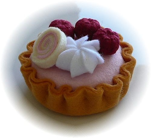 Pretend Play Kitchen - Raspberry Tart, in Felt by Hiromi Hughes, via Flickr