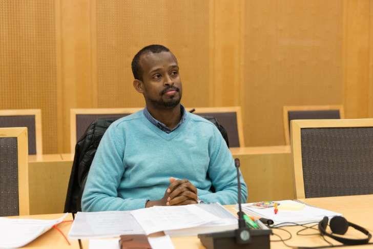 WHEN YOU FINALLY MEET THE ORIGINAL BLACK ROSA!!! SPEECHLESS! Say OLA to your  BABIES PAPA...UTVIST: Mahad Adib Mahamud er statsløs etter å ha mistet sitt norske statsborgerskap. I retten onsdag takket han Norge for mulighetene han har fått her. Han gikk fra å være peanøttselger i Somalia til å ha høyere utdanning som bioingeniør og jobbet ved Ullevål sykehus.