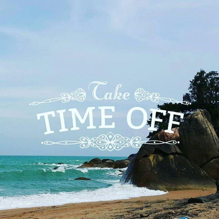 Иногда для счастья нужно просто взять паузу и проваляться на пляже с утра до обеда.  Приезжайте за этим счастьем на Самуи. Погода наладилась море приятное сезон манго начинается ;) #aboutsamui #thailand #samui #эбаутсамуи #самуи #таиланд #beach #rock #motivation #sea #waves #мотивация #coralcove #коралкоув #пляж #море #скалы