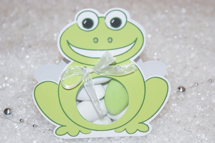 Contenant à dragée baptême : Boîte à dragées en forme de petite grenouille à confectionner soit même http://www.drageeparadise.fr/contenant-dragees-vide_29_contenant-dragee-bapteme-en-carton_boite-grenouille__369_1.html