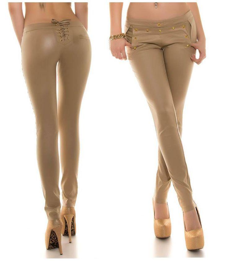 Εφαρμοστό παντελόνι σε wet look beige