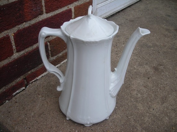 vintage coffee pot chocolate ornate white hutschenreuther china--this is my pattern. Baroness White. And, of course, for me, this is a Chocolate Pot!