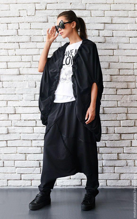 Купить или заказать Черная накидка, летняя куртка в интернет-магазине на Ярмарке Мастеров. Модная черная куртка на завязках, в свободном модном крое. Она прекрасно впишется в Ваш демисезонный гардероб и добавит Вашему образу женственности и элегантности. Эффектная форма, завязки на рукавах и в нижней части - в этой накидке есть все, что нужно для Вашего стильного образа. XS: Бюст= 84см/ Талия= 64см/ Бедра= 90см S: Бюст= 88см/ Талия= 68см/ Бедра&#x...